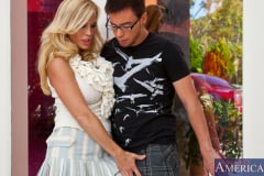 Amber Lynn and Dane Cross in Seduced by a cougar (Thumb 02)