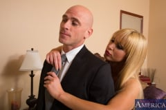 Nikki Benz and Johnny Sins in My Dad's Hot Girlfriend (Thumb 01)