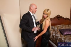 Nikki Benz and Johnny Sins in My Dad's Hot Girlfriend (Thumb 02)