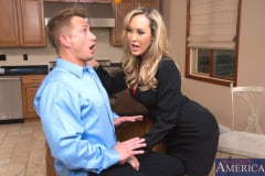 Brandi Love and Bill Bailey in Seduced by a cougar (Thumb 02)