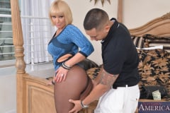 Mellanie Monroe and Bruno Dickemz in Seduced by a cougar (Thumb 03)