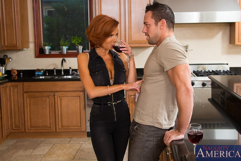 Naughty America 'Veronica Avluv in Seduced by a cougar' starring Veronica Avluv (photo 3)