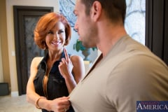Veronica Avluv in Seduced by a cougar (Thumb 02)