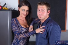 Jessica Jaymes in Seduced by a cougar (Thumb 01)