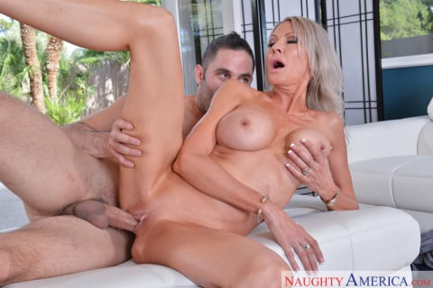 Naughty America 'and Damon Dice in My Friend's Hot Mom' starring Emma Starr (Photo 4)