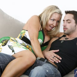 Lisa DeMarco in 'Naughty America' and Kris Slater in My Friends Hot Mom (Thumbnail 2)