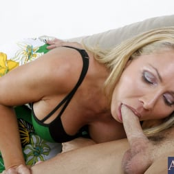 Lisa DeMarco in 'Naughty America' and Kris Slater in My Friends Hot Mom (Thumbnail 4)