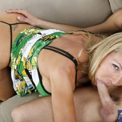 Lisa DeMarco in 'Naughty America' and Kris Slater in My Friends Hot Mom (Thumbnail 5)