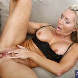 Lisa DeMarco in 'Naughty America' and Kris Slater in My Friends Hot Mom (Thumbnail 8)