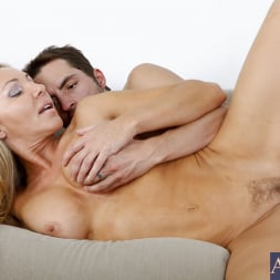 Lisa DeMarco in 'Naughty America' and Kris Slater in My Friends Hot Mom (Thumbnail 9)
