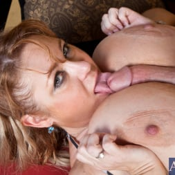 Samantha 38G in 'Naughty America' and Levi Cash in My Friends Hot Mom (Thumbnail 4)