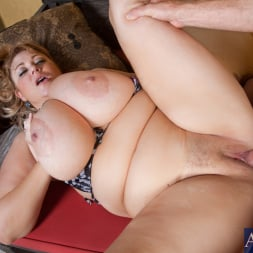 Samantha 38G in 'Naughty America' and Levi Cash in My Friends Hot Mom (Thumbnail 6)