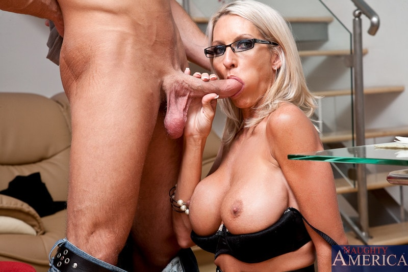 Naughty America 'and Bill Bailey in My Friends Hot Mom' starring Emma Starr (Photo 5)