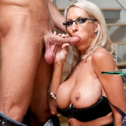 Emma Starr in 'Naughty America' and Bill Bailey in My Friends Hot Mom (Thumbnail 5)