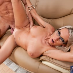 Emma Starr in 'Naughty America' and Bill Bailey in My Friends Hot Mom (Thumbnail 12)
