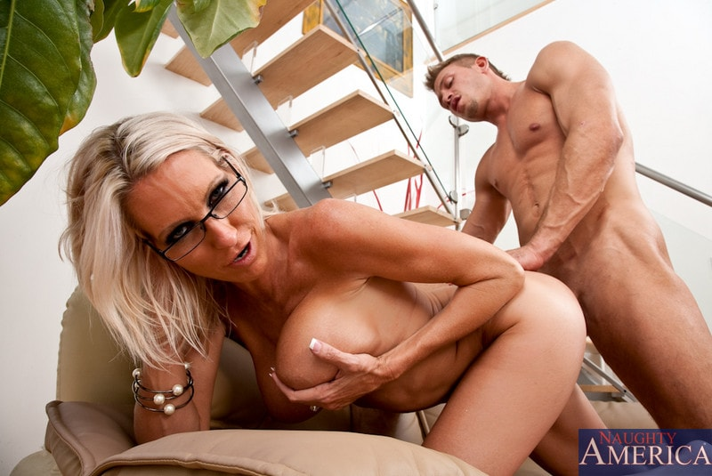 Naughty America 'and Bill Bailey in My Friends Hot Mom' starring Emma Starr (Photo 14)