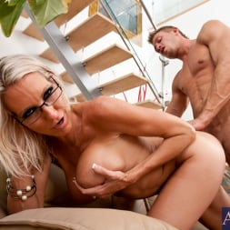 Emma Starr in 'Naughty America' and Bill Bailey in My Friends Hot Mom (Thumbnail 14)