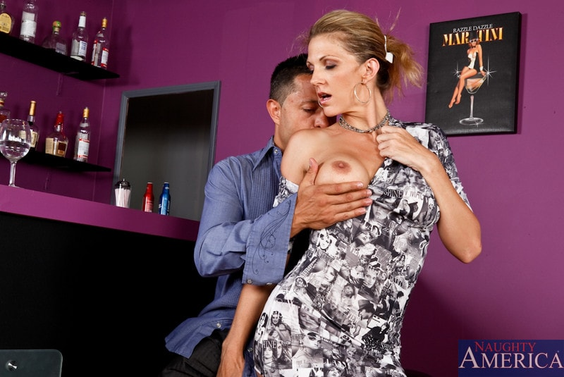 Naughty America 'and Pike Nelson in Seduced by a cougar' starring Roxanne Hall (Photo 2)