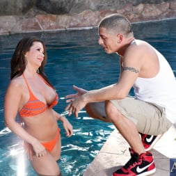 Raquel Devine in 'Naughty America' and Alex Gonz in My Friends Hot Mom (Thumbnail 1)