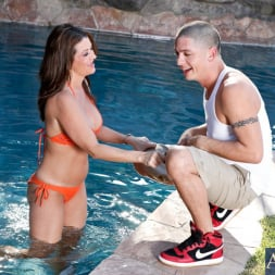 Raquel Devine in 'Naughty America' and Alex Gonz in My Friends Hot Mom (Thumbnail 2)