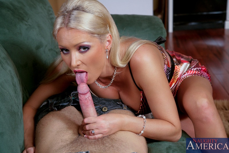 Naughty America 'and Danny Wylde in Housewife 1 on 1' starring Diana Doll (Photo 3)
