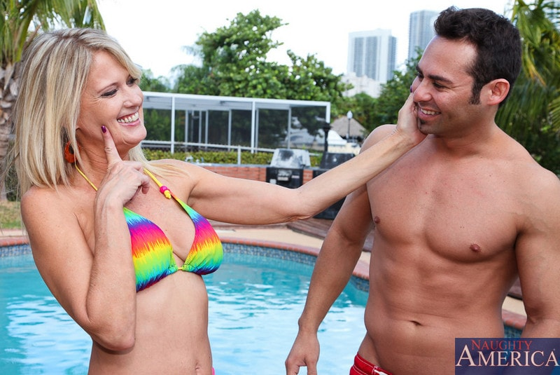 Naughty America 'and Jack Cummings in My Friends Hot Mom' starring Bridgett Lee (Photo 1)