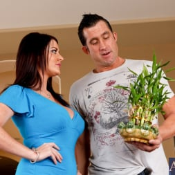 Sophie Dee in 'Naughty America' and Billy Glide in Neighbor Affair (Thumbnail 1)