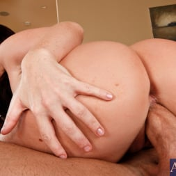 Sophie Dee in 'Naughty America' and Billy Glide in Neighbor Affair (Thumbnail 13)