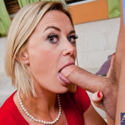 Camryn Cross in 'Naughty America' and Chris Johnson in My Friends Hot Mom (Thumbnail 4)