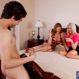 Darla Crane in 'Naughty America' My Friends Hot Mom (Thumbnail 3)