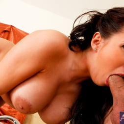 Kelly Divine in 'Naughty America' and Mr. Peter in My Dad's Hot Girlfriend (Thumbnail 5)