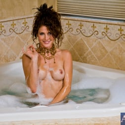Jenni Lee in 'Naughty America' and Bill Bailey in Housewife 1 on 1 (Thumbnail 2)