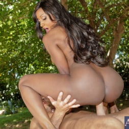 Diamond Jackson in 'Naughty America' and Bill Bailey in Seduced by a cougar (Thumbnail 11)