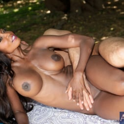 Diamond Jackson in 'Naughty America' and Bill Bailey in Seduced by a cougar (Thumbnail 13)