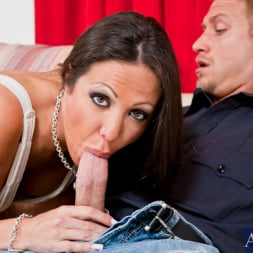Amy Fisher in 'Naughty America' and Bill Bailey in Seduced by a cougar (Thumbnail 4)