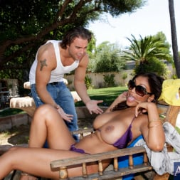 Priya Anjali Rai in 'Naughty America' and Rocco Reed in My Dad's Hot Girlfriend (Thumbnail 4)