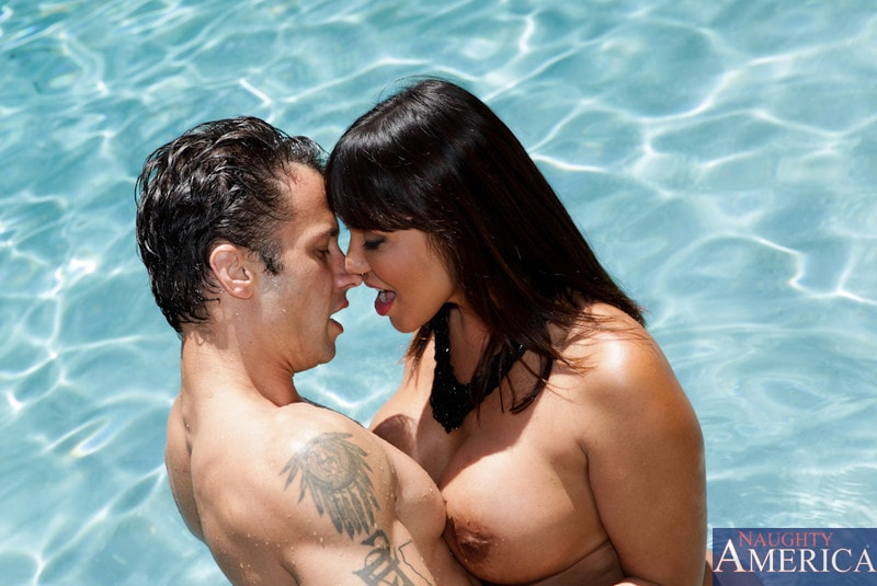 Naughty America 'and Alan Stafford in My Friends Hot Mom' starring Ava Devine (Photo 3)