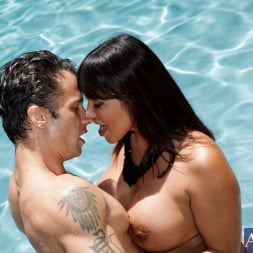 Ava Devine in 'Naughty America' and Alan Stafford in My Friends Hot Mom (Thumbnail 3)