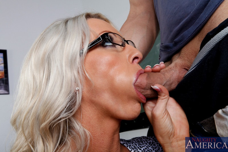 Naughty America 'and Giovanni Francesco in My First Sex Teacher' starring Emma Starr (Photo 4)