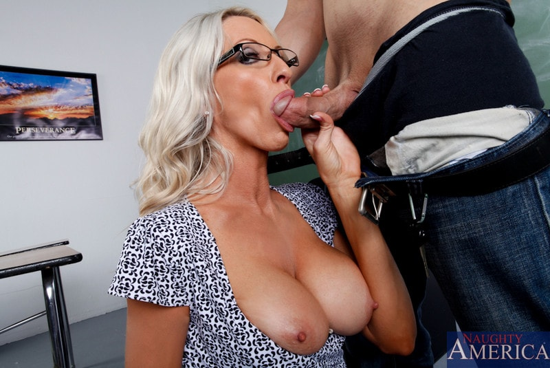 Naughty America 'and Giovanni Francesco in My First Sex Teacher' starring Emma Starr (Photo 5)