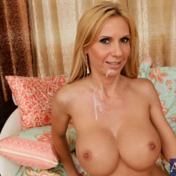 Brooke Tyler in 'Naughty America' and Kris Slater in My Friends Hot Mom (Thumbnail 14)