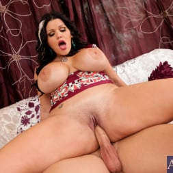 Angelina Castro in 'Naughty America' and Johnny Castle in Latin Adultery (Thumbnail 13)