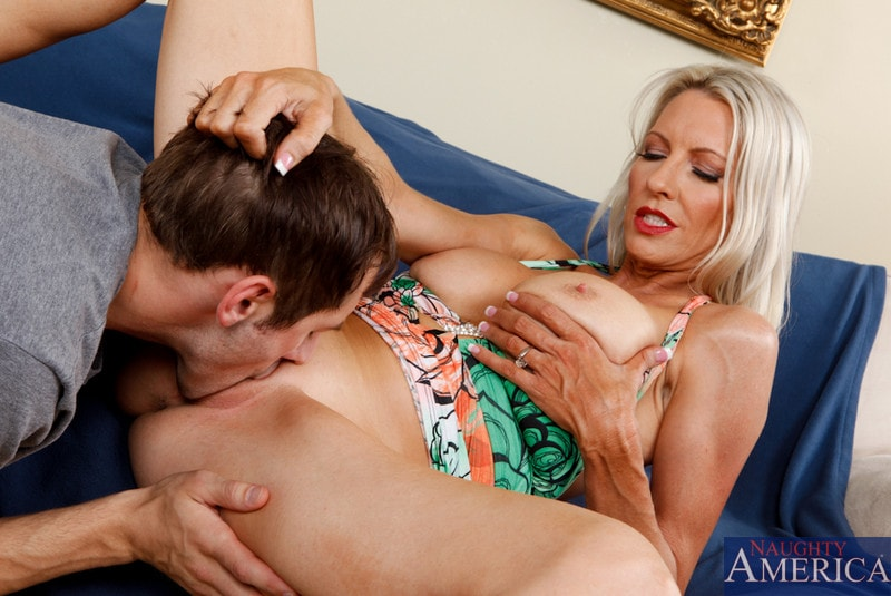 Naughty America 'and Joey Brass in My Friends Hot Mom' starring Emma Starr (Photo 3)