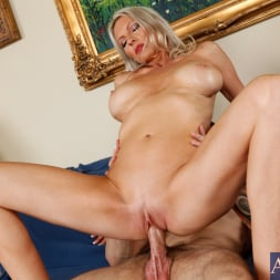 Emma Starr in 'Naughty America' and Joey Brass in My Friends Hot Mom (Thumbnail 10)