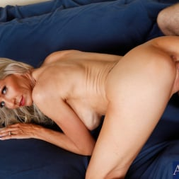 Emma Starr in 'Naughty America' and Joey Brass in My Friends Hot Mom (Thumbnail 12)