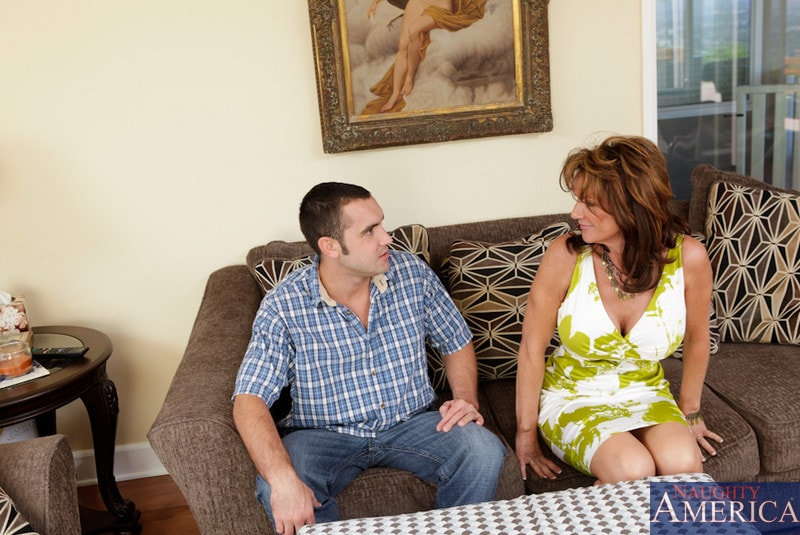 Naughty America 'and Daniel Hunter in Seduced by a cougar' starring Deauxma (Photo 2)