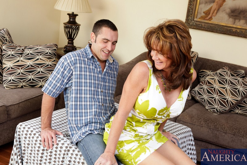 Naughty America 'and Daniel Hunter in Seduced by a cougar' starring Deauxma (Photo 3)