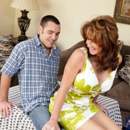 Deauxma in 'Naughty America' and Daniel Hunter in Seduced by a cougar (Thumbnail 3)