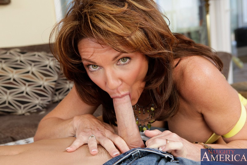 Naughty America 'and Daniel Hunter in Seduced by a cougar' starring Deauxma (Photo 4)