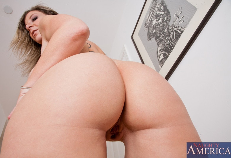 Naughty America 'and Johnny Castle in My Friends Hot Mom' starring Sara Jay (Photo 1)
